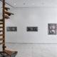 (links) Michael Stevenson, Die Treppenreste, 2005/2007. Erworben 2006; (rechts) Gordon Matta-Clark, Office Baroque, Antwerp Project, 1977. Erworben 1979 mit Förderung des Landes NRW. Foto: Achim Kukulies
