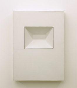Wandrelief, 1968, Holzkasten mit weißem Resopal (Sammlung Etzold)