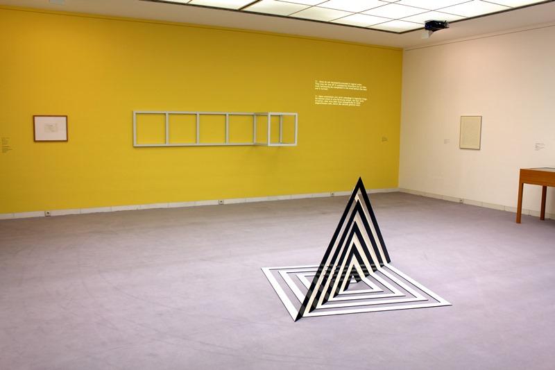Konrad Sieben, Elementarstruktur, 1969, im Hintergrund: Sol