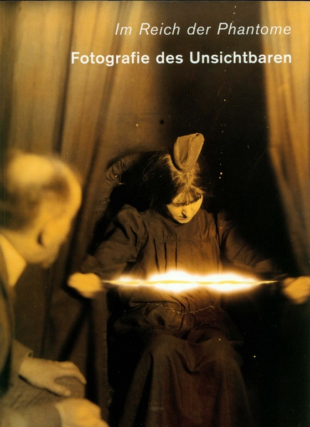 Katalog-im-reich-der-phantome-fotografie-des-unsichtbaren