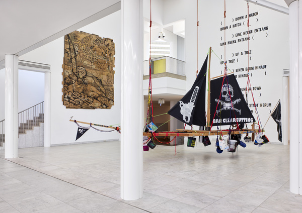 Andrea Bowers, grief and hope, installation view, Museum Abteiberg; Foto: Achim Kukulies