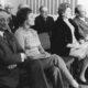 Übergabe der Sammlung ETZOLD am 3. Oktober 1970 während der Rede von OB Wilhelm Wachtendonk (1. Reihe v.l.n.r.): Hans Joachim und Berni Etzold, Luise Wachtendonk, Johannes Cladders, Foto: Albert Weber / Archiv Museum Abteiberg, Mönchengladbach
