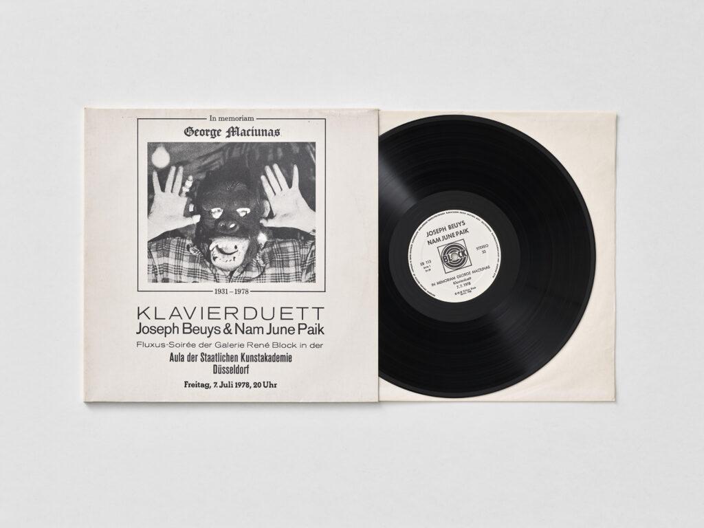 Joseph_Beuys&Paik_Schallplatte_Klavierduett_Paik_1978_1982_A-IX-7_Foto_Achim_Kukulies